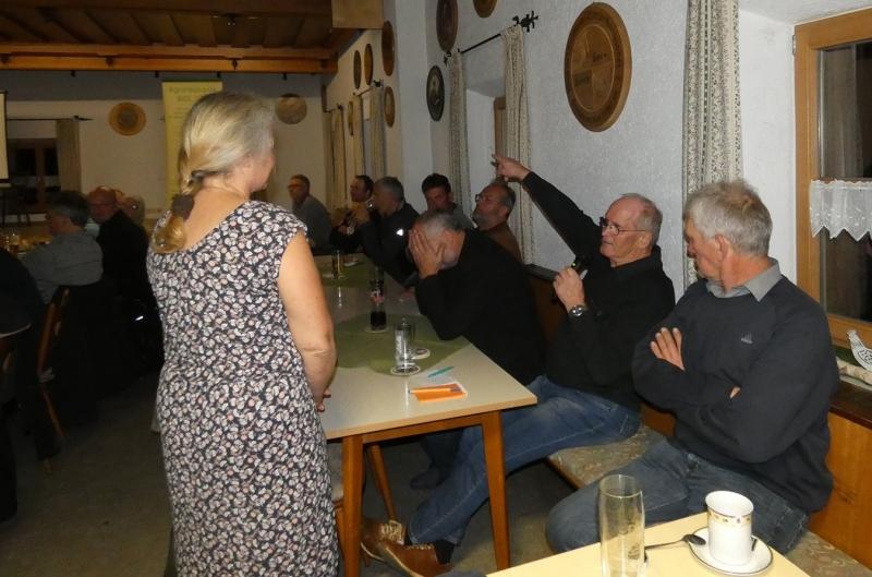 Im Anschluss nach dem Vortrag von Dr. Zaller gab es viele Fragen und Antworten der einzelnen Besucher.