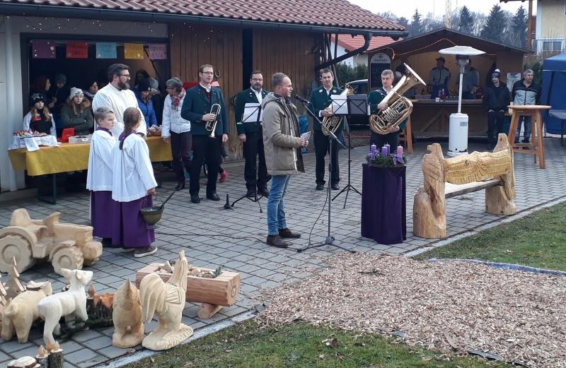 "Vorstand Manfred Huber eröffnet den ""Leada Advent""."