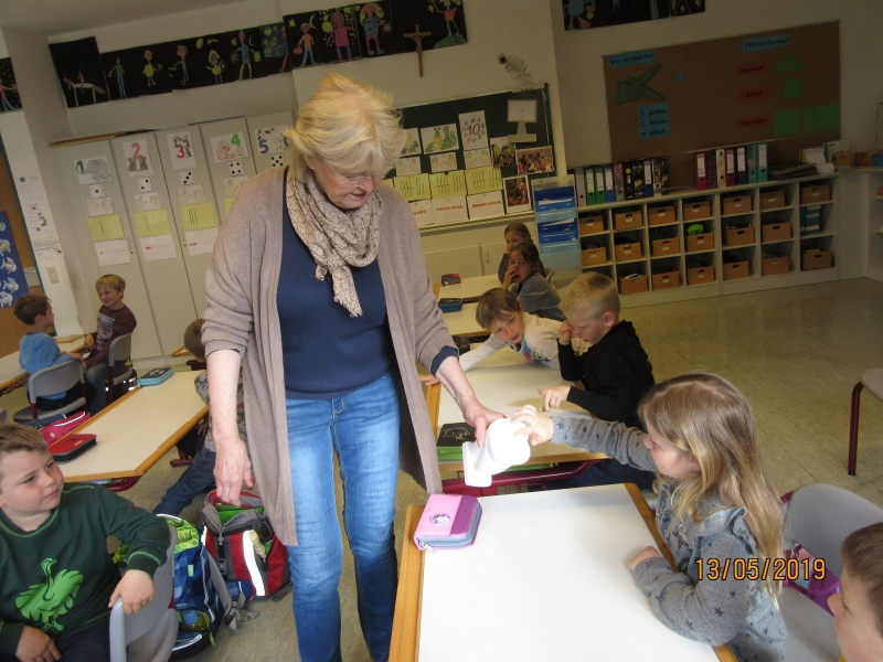 Zahnärztin besucht die Grundschule Otting-Wonneberg
