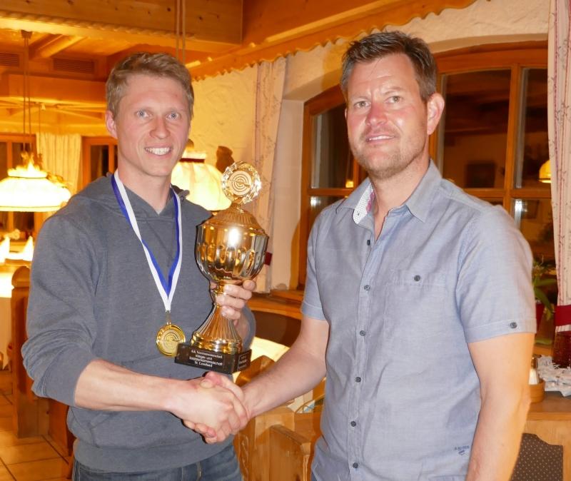 links: Tagessieger Markus Mühlthaler / rechts: 1. Vorstand Eder Michael
