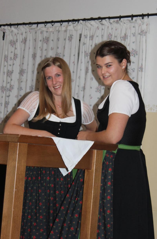 Die beiden Vorsitzenden Sandra Glaner (links) und Johanna Maier-Fenninger führten souverän durch die Gründungsversammlung.