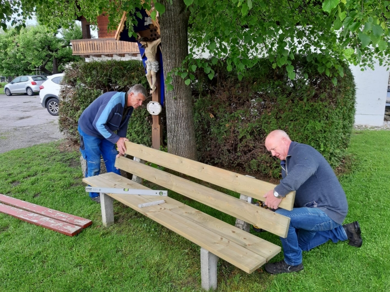 Gartenbauverein Wonneberg restauriert Ruhebänke