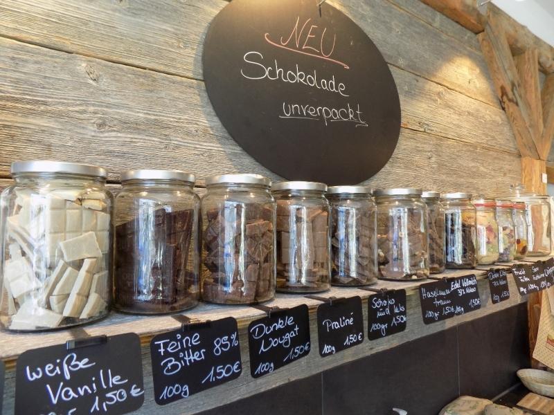 Wer Schokolade lose kauft, muss sich keine Gedanken mehr um das ABC-der Verpackungsentsorgung von Schokoladenpapier machen.