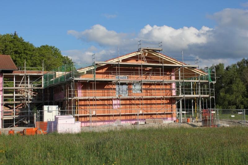 Unmittelbar an der Schule angebau wird der neue Kindergarten in St. Leonhard