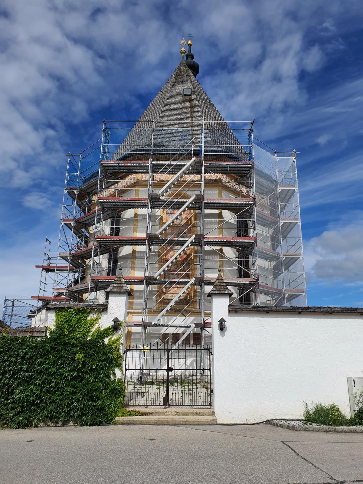 Dach- und Fassadensanierung in St. Leonhard