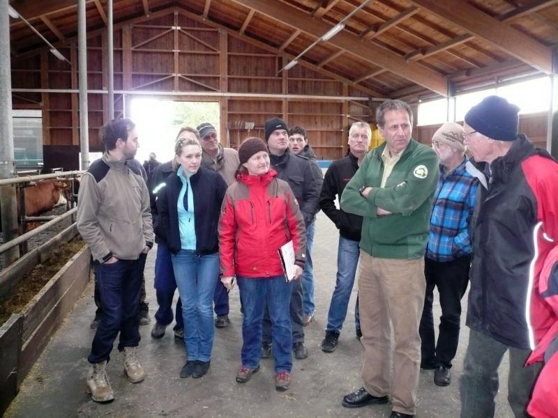 Solche Besuche gehören wohl in wenigen Jahren der Vergangenheit an: Hier besuchte die Ökomodellregion den landwirtschaftlichen Betrieb der JVA Laufen-Lebenau.