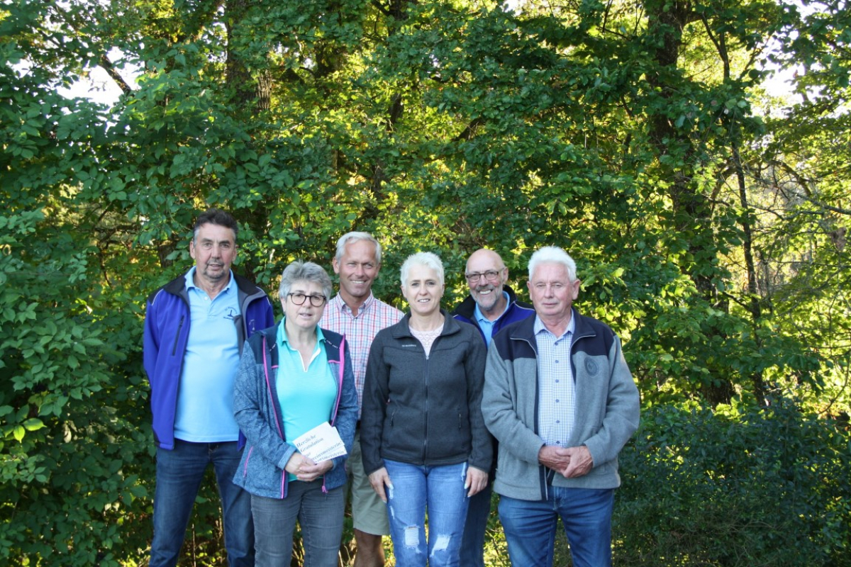 Von links: Peter Kastenhofer,Liesi Mayr,Bürgermeister Martin Fenninger,1.Vorsitzende Caroline Gebhard, Abteilungsleiter Hardi Reinmiedl und Jakob Kendler.