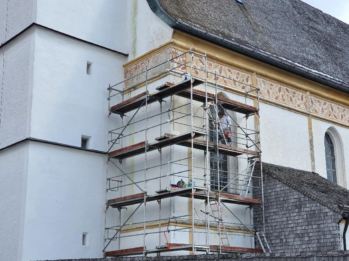 Beginn der Baumaßnahmen: Außenrenovierung der Wallfahrtskirche St. Leonhard