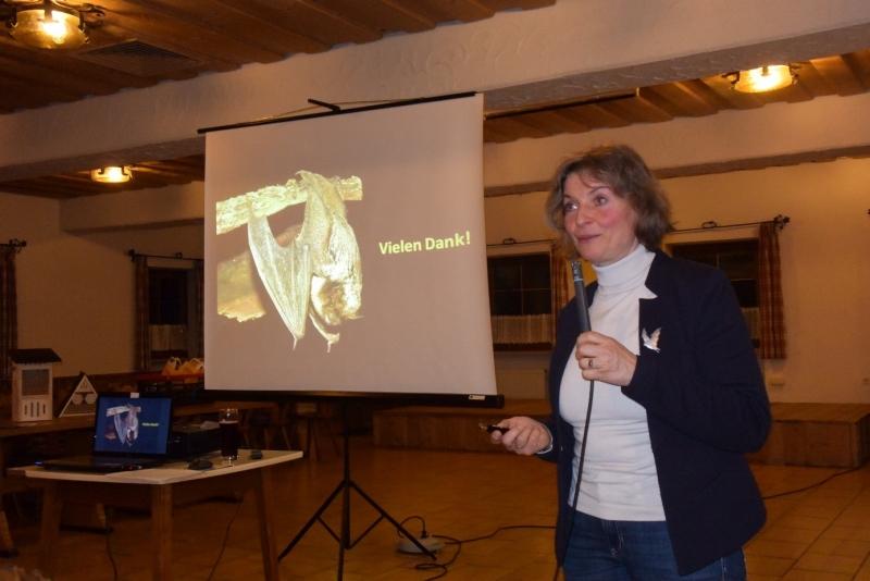 """In ihrem Vortrag """"Biologische Vielfalt im eigenen Garten"""" berichtet BN-Kreisvorsitzende Beate Rutkowski zum Thema Artenvielfalt aus ihrer jahrzehntelangen Erfahrung."""
