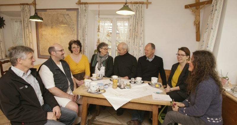 Hans Posch, Michael und Barbara Wahlich, Bärbel Forster, Simon Angerpointner, Hans Niedl, Jessica Romstötter und Redakteurin Veronika Mergenthal.